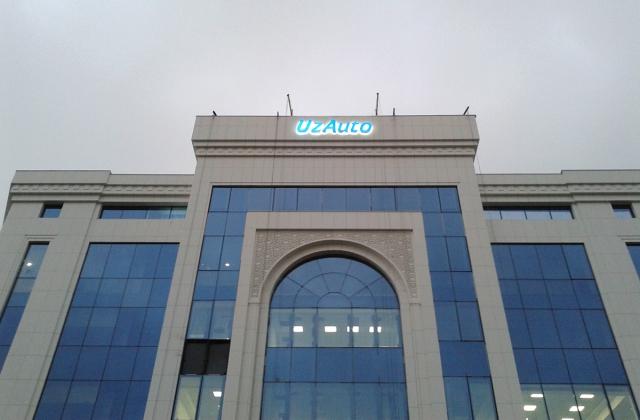 Объемно-световые буквы UZAuto