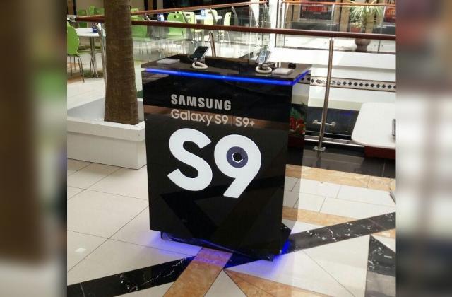 Демонстрационные стойки для гаджетов SAMSUNG